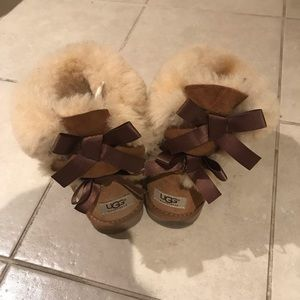 Shoes - Ugg boots with bows